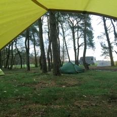 Ons uitzicht op zaterdagochtend: drie MSR-tentjes