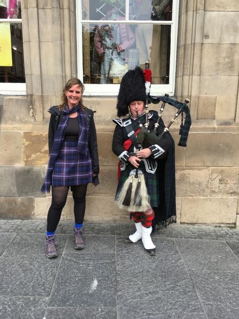 Links tartan 'Scotland Forever', rechts 'Black Watch'