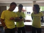 Veel gele shirts, links de voorzitter van de NVHPV
