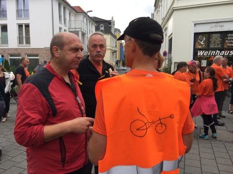 Organisatie was herkenbaar aan deze oranje hesjes