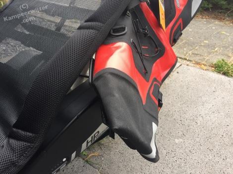 Ortlieb ligfietstassen passen niet, de batterijen zitten in de weg