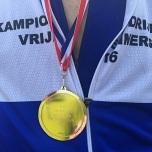 Ymte's nieuwe 'gouden' plak en kampioenshirt