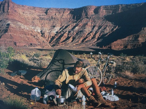 In De Poort Van De Maan beschrijft Van Rijn het maken van dit soort foto's met zelfontspanner: 3 seconden om er relaxt bij te gaan zitten