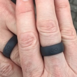 Onze ringen in deep stone grey