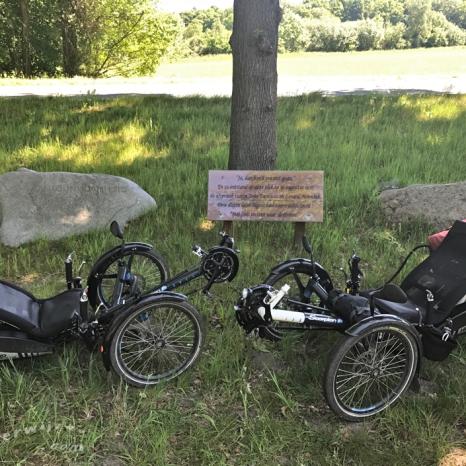 Monument voor de reis van Monnink en Damhuis