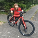 Belle heeft net haar fiets in elkaar zitten