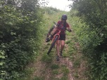 De fiets is zo licht dat ze ermee kan hike-a-biken