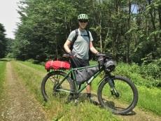 Dave een waterdichte tas met tent op de achterdrager